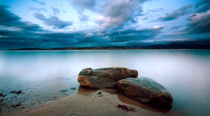 Havene stiger, fordi der falder sten ned i dem