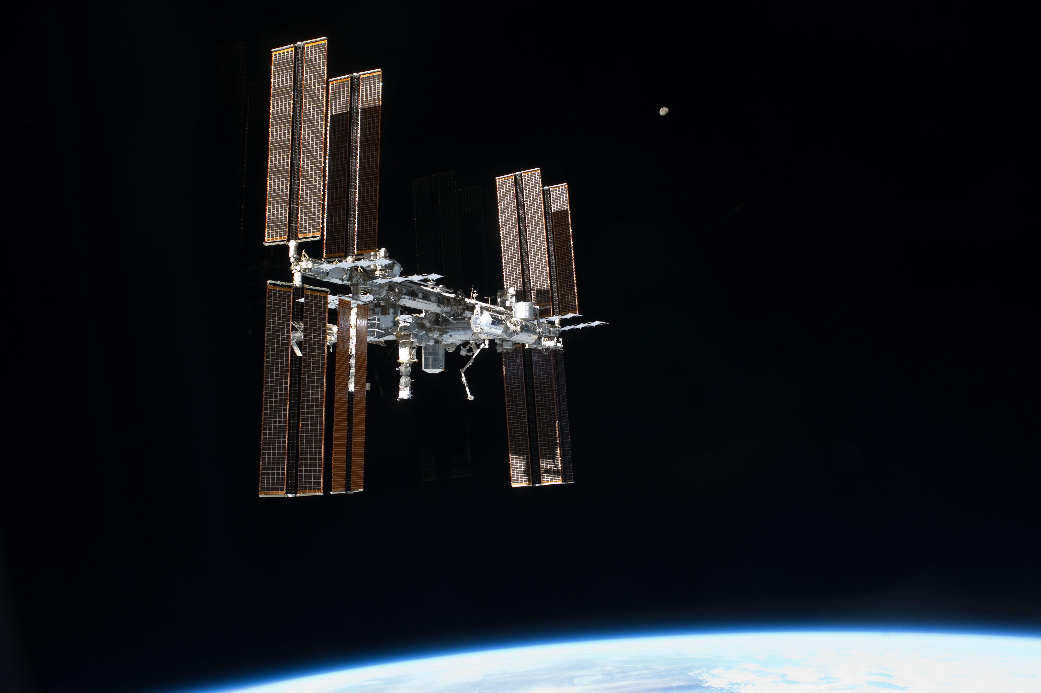 Den Internationale Rumstation har været kontinuerligt bemandet i 17 år. 15 lande deltager i samarbejdet - herunder Danmark. (Foto: NASA)