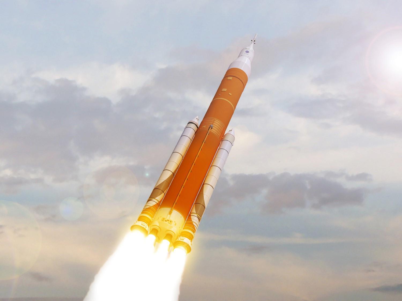 Denne illustration viser hvordan Space Launch System kommer til at se ud. Den første udgave af raketten - Block 1 - vil kunne sende 70 tons i LEO-kredsløb, mens den stærkeste version vil kunne sende 130 tons i LEO-kredsløb. (Illustration: NASA)